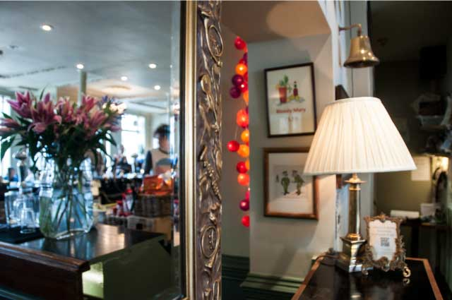 The-Earl-Spencer-pub-Southfields-mirror-1